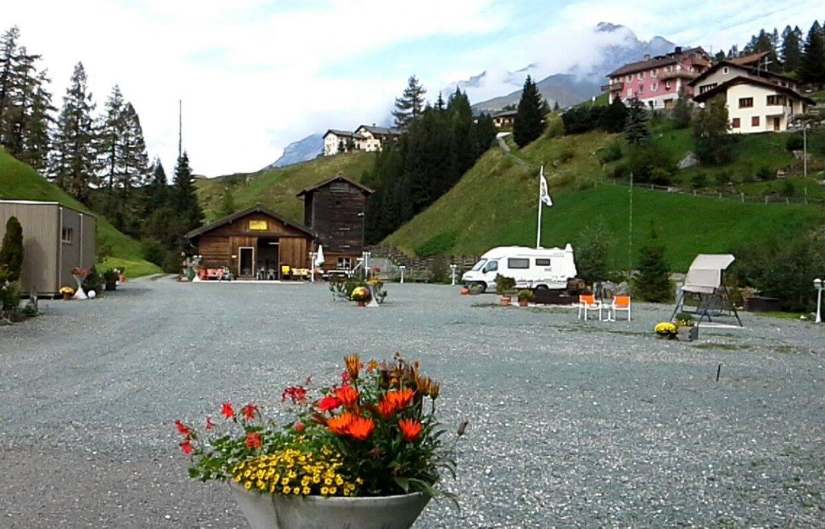 Heidi in camper in mezzo ai monti