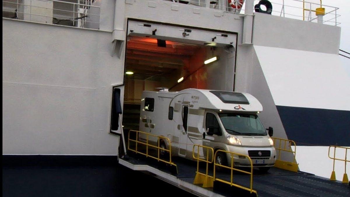 Campeggio a bordo: come funziona e quali compagnie lo praticano