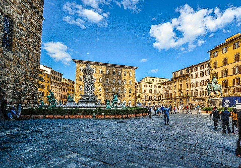 Firenze, tra stalker, superenalotto e curiosità in camper