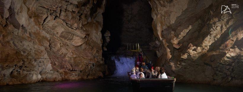 Navigare sotto terra: Grotte di Pertosa e Castelcivita